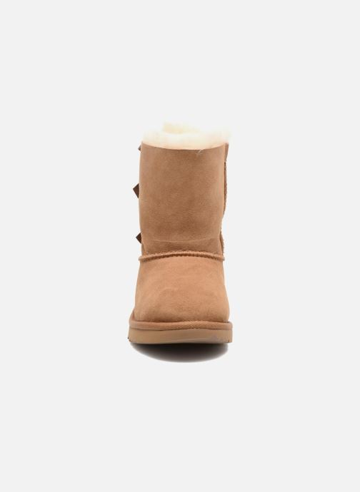 Stivali UGG Bailey Bow II K Marrone modello indossato