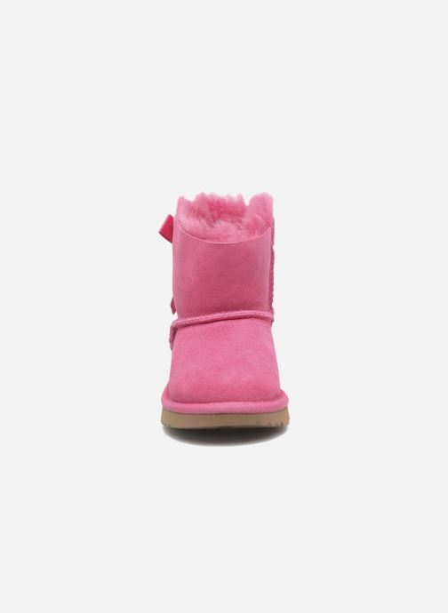 Stivali UGG Mini Bailey Bow II K Rosa modello indossato