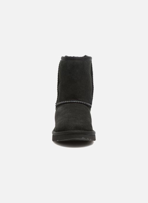 Stiefel UGG Classic II K schwarz schuhe getragen