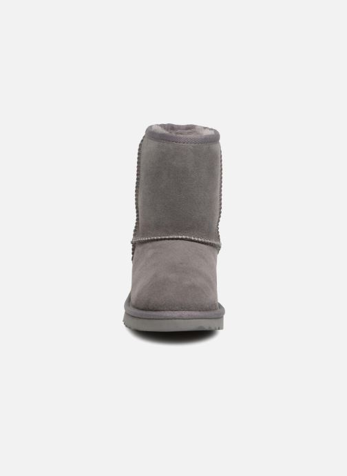 Stiefel UGG Classic II K grau schuhe getragen