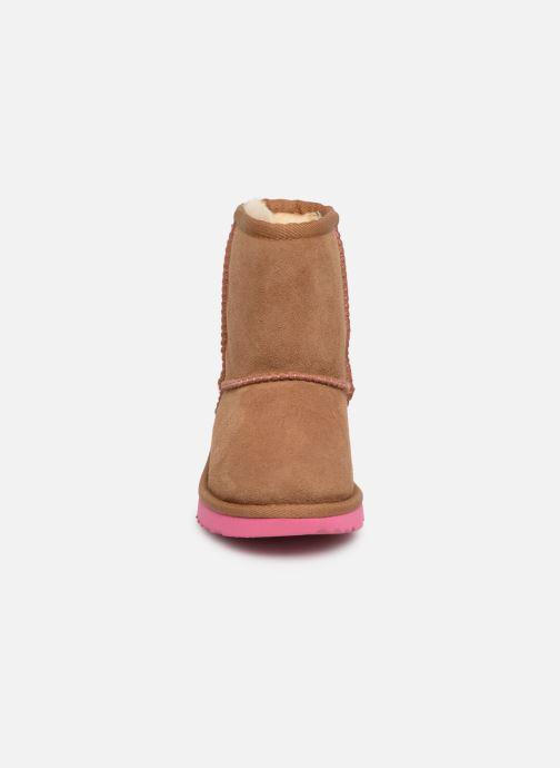 Bottes UGG Classic II K Marron vue portées chaussures