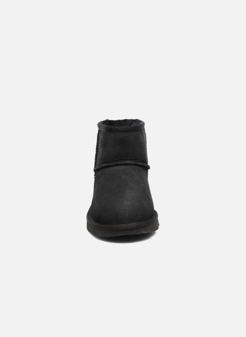 Stiefel UGG Classic Mini II K schwarz schuhe getragen
