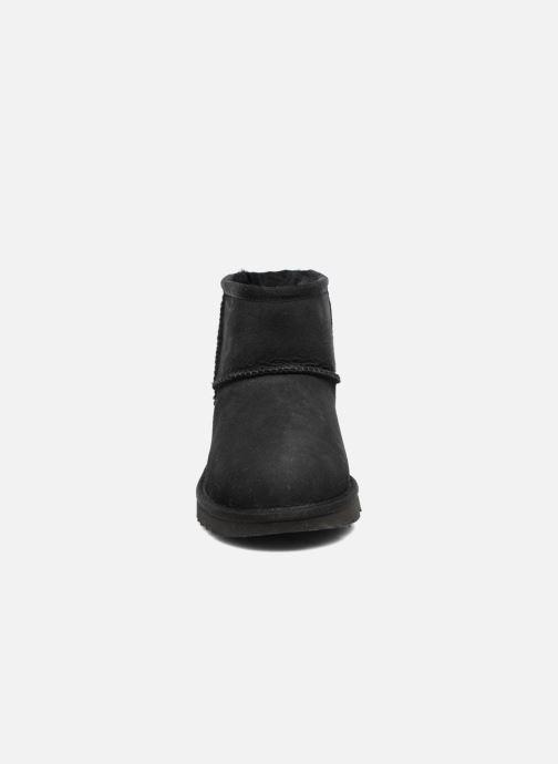 Bottes UGG Classic Mini II K Noir vue portées chaussures