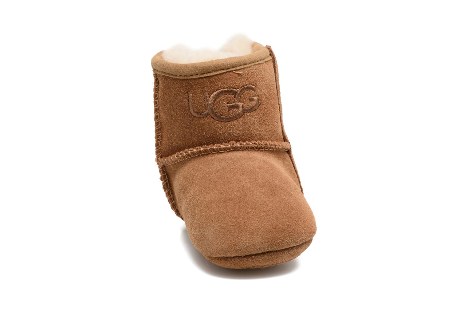 Chaussons UGG Jesse II K Marron vue portées chaussures