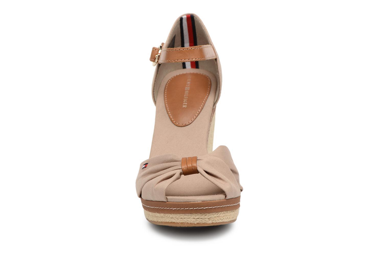 Espadrilles Tommy Hilfiger ICONIC ELENA SANDAL Beige vue portées chaussures