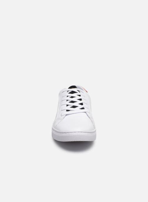 Baskets Tommy Hilfiger TOMMY STAR METALLIC SNEAKER Blanc vue portées chaussures