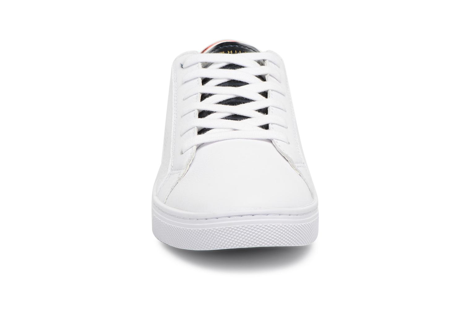 Baskets Tommy Hilfiger TOMMY STAR METALLIC SNEAKER Blanc vue portées chaussures