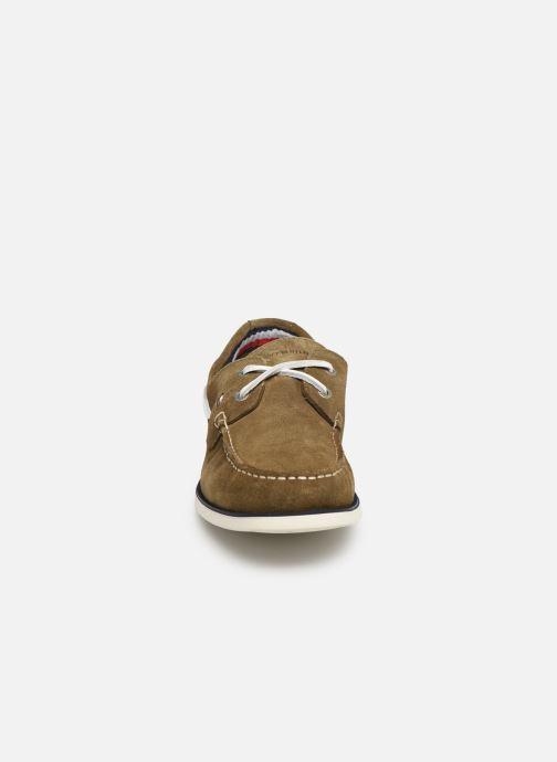 Chaussures à lacets Tommy Hilfiger Classic suede boatshoe Vert vue portées chaussures