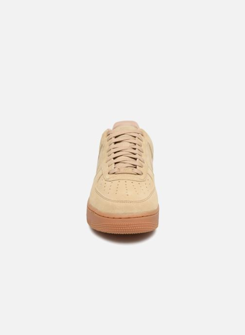 Sneakers Nike Air Force 1 '07 Lv8 Suede Beige model
