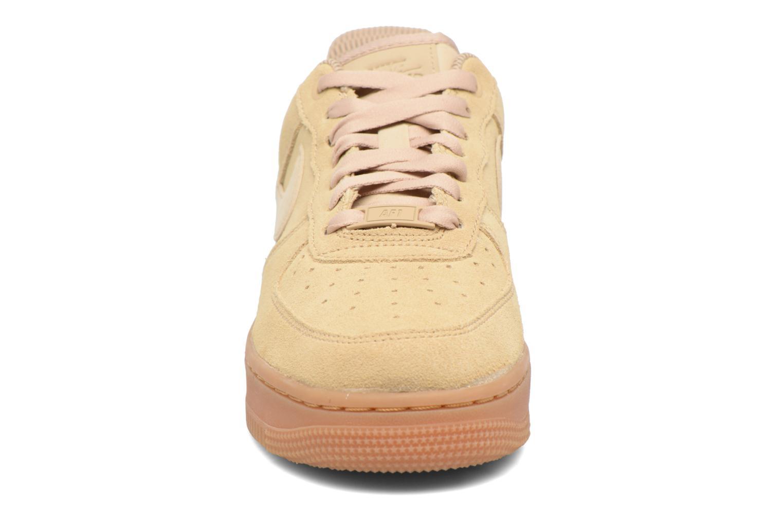 Baskets Nike Wmns Air Force 1 '07 Se Beige vue portées chaussures
