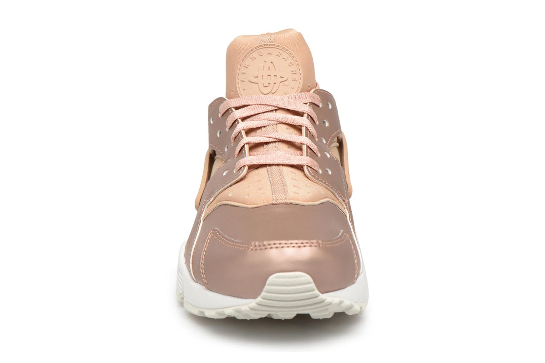 Baskets Nike Wmns Air Huarache Run Prm Txt Or et bronze vue portées chaussures