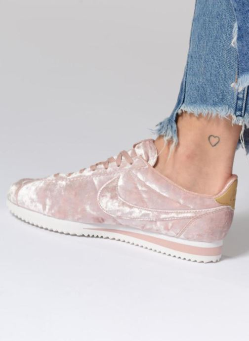 45d6d0f289bfe4 Trainers Nike Cortez Velvet Pink view from underneath   model view