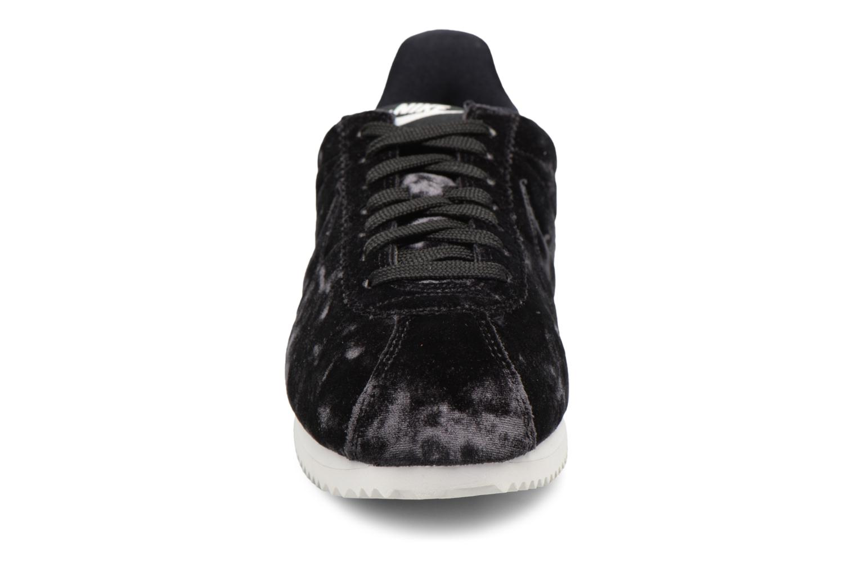 Baskets Nike Cortez Velvet Noir vue portées chaussures
