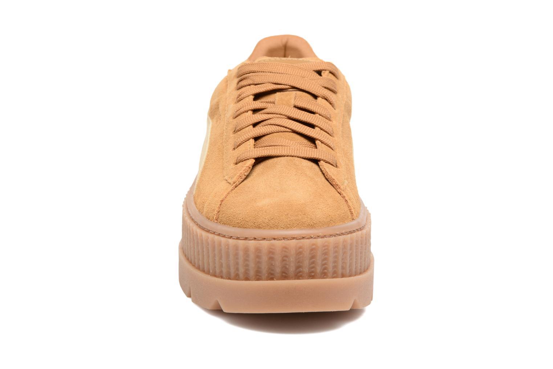 Baskets Puma Fenty Wn Cleated Creeper Marron vue portées chaussures