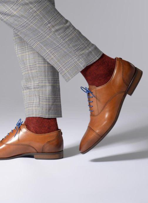 Schnürschuhe Azzaro Raelan beige ansicht von unten / tasche getragen