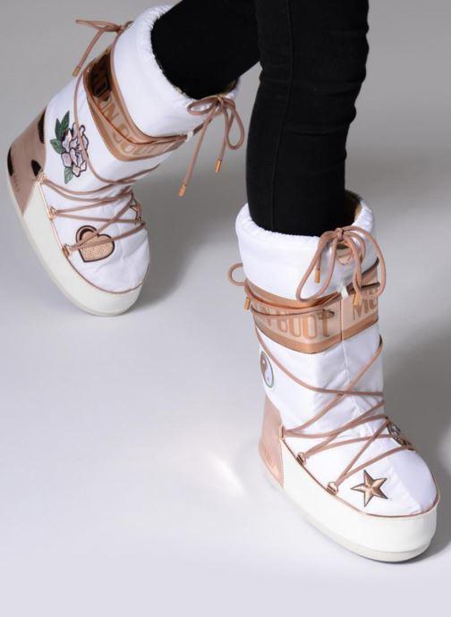 Stiefel Moon Boot Moon Boot Peace Love weiß ansicht von unten / tasche getragen