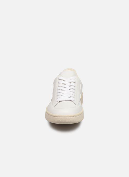 Sneakers Veja V-12 W Bianco modello indossato