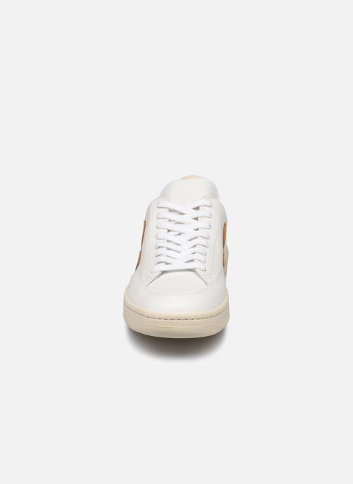 Sneaker Veja V-12 weiß schuhe getragen