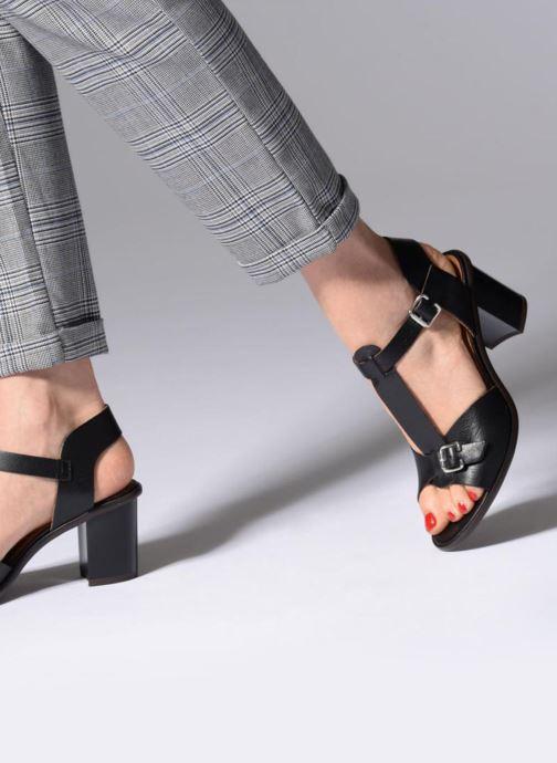 Sandales et nu-pieds Karston Lisiou Noir vue bas / vue portée sac