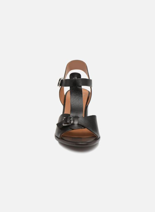 Sandales et nu-pieds Karston Lisiou Noir vue portées chaussures