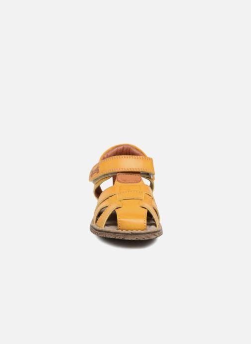 Sandalen Stones and Bones Docu gelb schuhe getragen
