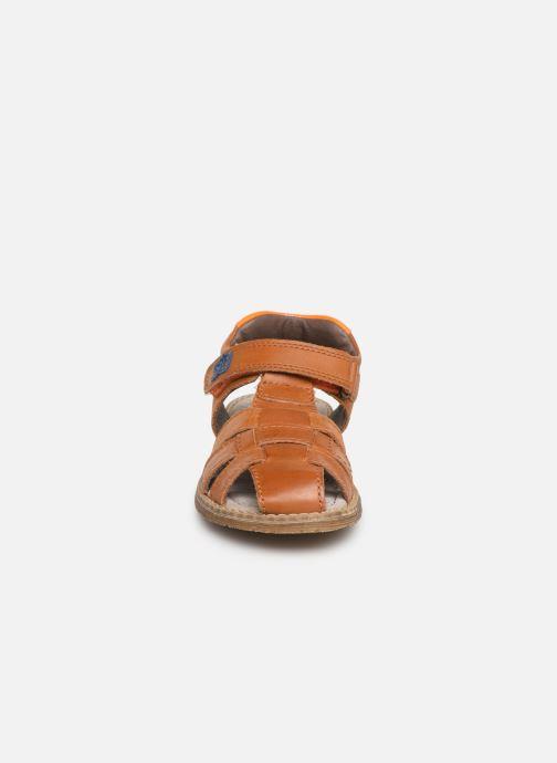 Sandales et nu-pieds Stones and Bones Dello Marron vue portées chaussures