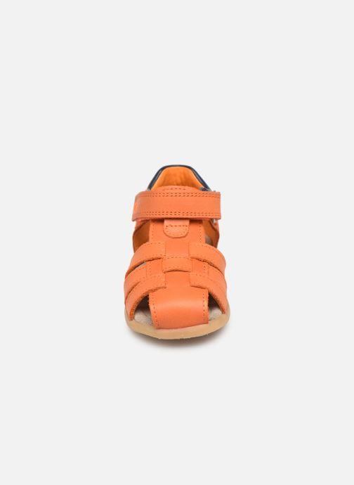 Sandalias Stones and Bones Maro Naranja vista del modelo
