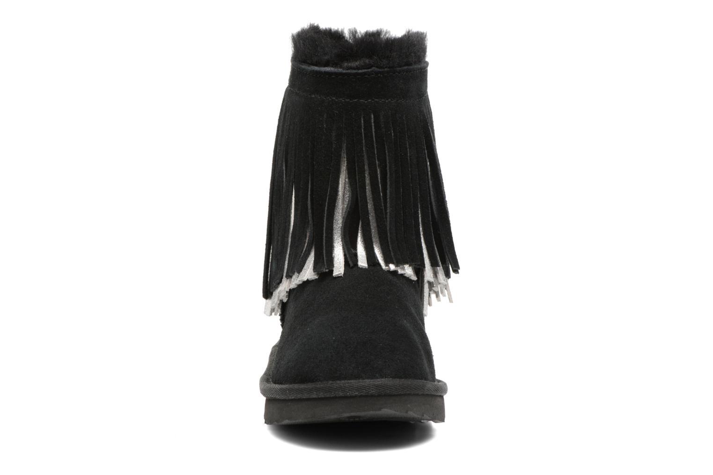 Bottes UGG Classic Short II Fringe Noir vue portées chaussures