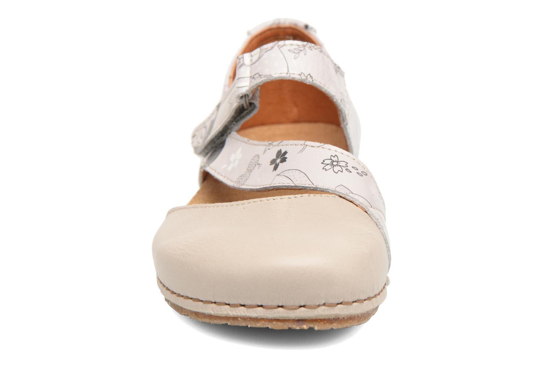 Ballerines Art Creta 1250F Blanc vue portées chaussures
