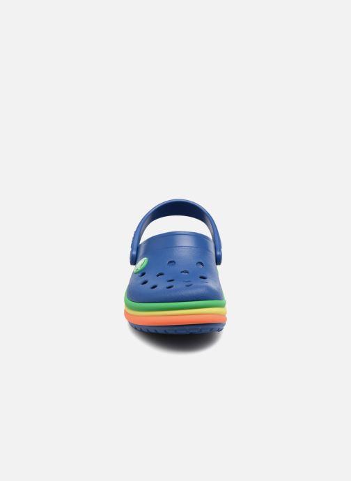 Sandales et nu-pieds Crocs CB Rainbow Band Clog Kids Bleu vue portées chaussures
