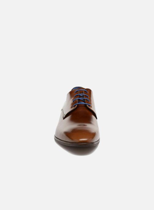 Scarpe con lacci Azzaro Valmi Marrone modello indossato