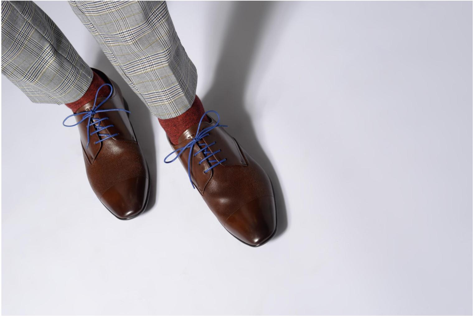 Lace-up shoes Azzaro Piroman Brown view from underneath / model view