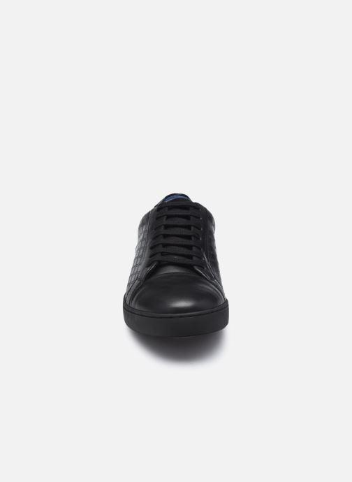 Sneakers Azzaro Caldier Nero modello indossato