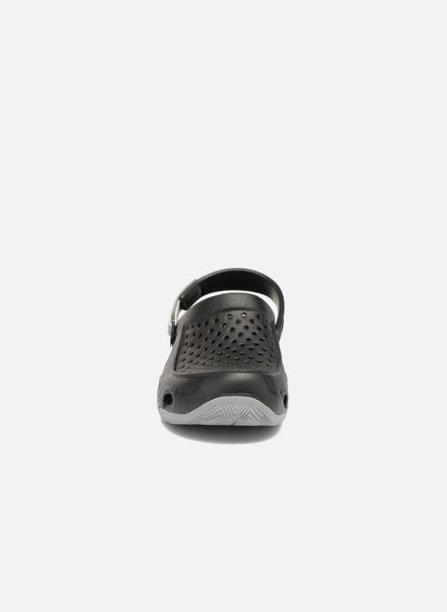 Sandales et nu-pieds Crocs Swiftwater Deck Clog M Noir vue portées chaussures