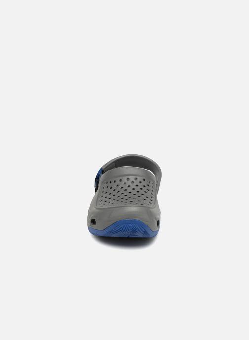 Sandales et nu-pieds Crocs Swiftwater Deck Clog M Gris vue portées chaussures