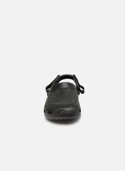 Sandali e scarpe aperte Crocs Yukon Vista Clog M Nero modello indossato