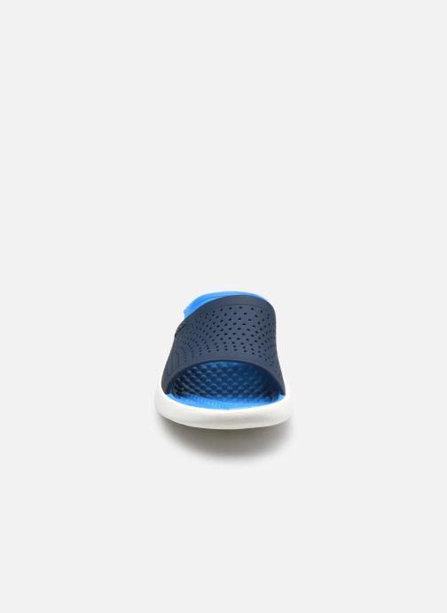 Mules et sabots Crocs LiteRide Slide W Bleu vue portées chaussures