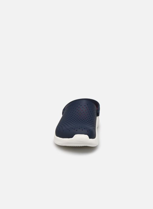 Sandali e scarpe aperte Crocs LiteRide Clog M Azzurro modello indossato