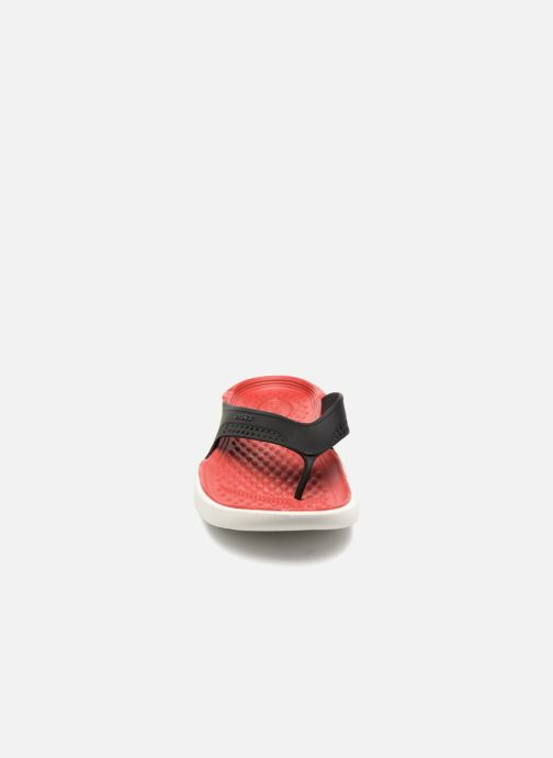 Tongs Crocs LiteRide Flip M Rouge vue portées chaussures