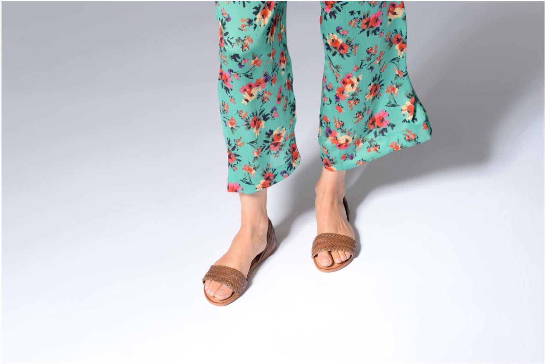 Sandalen I Love Shoes Kerina Leather braun ansicht von unten / tasche getragen