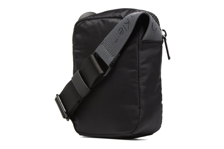 Herrentaschen Calvin Klein Matthew 2.0 Mini Reporter schwarz ansicht von rechts