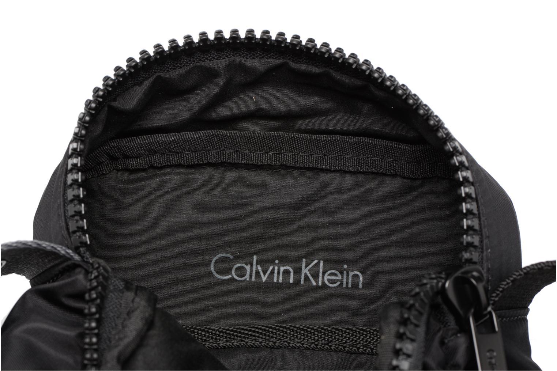 Herrentaschen Calvin Klein Matthew 2.0 Mini Reporter schwarz ansicht von hinten