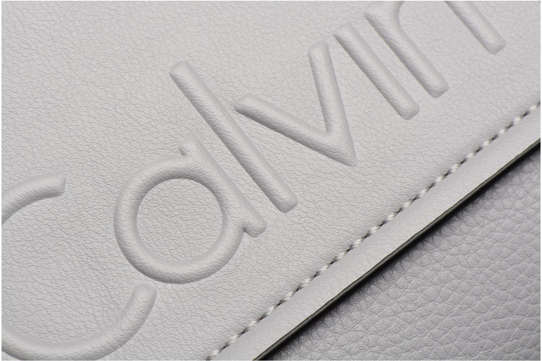 Sacs homme Calvin Klein Elevated Logo Flat Crossover Gris vue gauche