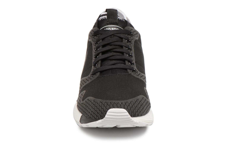 Baskets Le Coq Sportif Omicron Tech Modern Noir vue portées chaussures