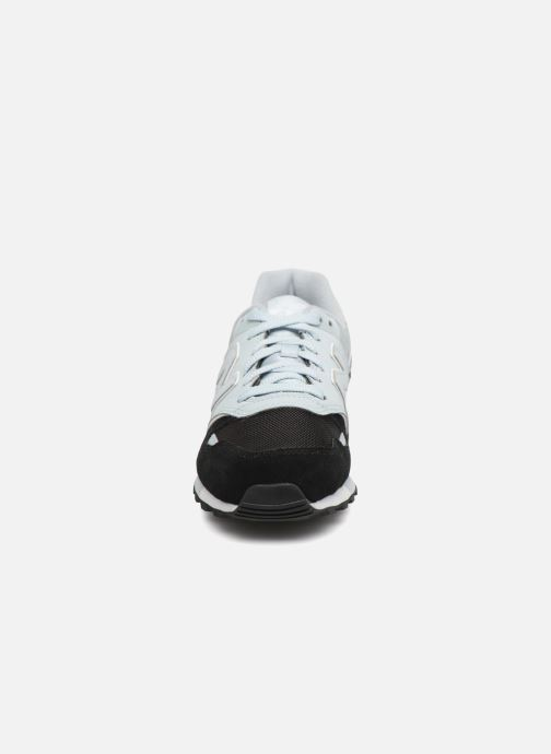 Sneakers New Balance U446 Nero modello indossato