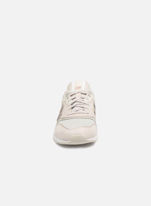 purchase cheap eee00 453c1 Baskets New Balance WL697 Blanc vue portées chaussures