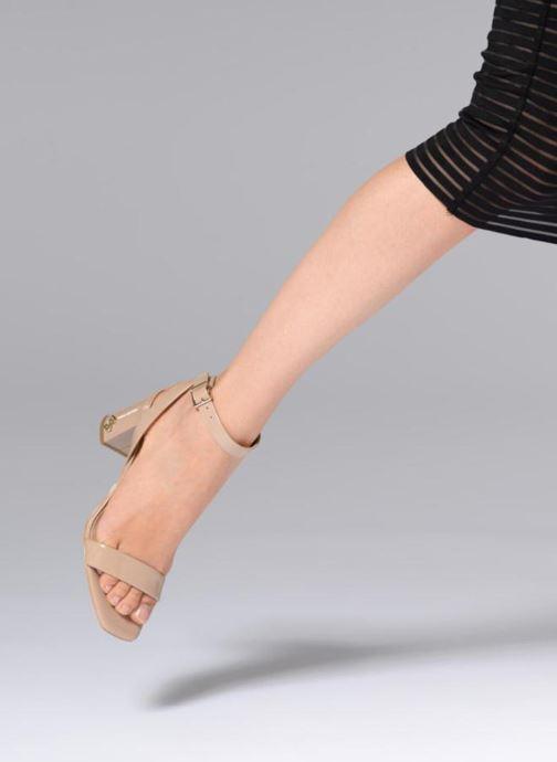 Sandales et nu-pieds Guess Annabelle Beige vue bas / vue portée sac