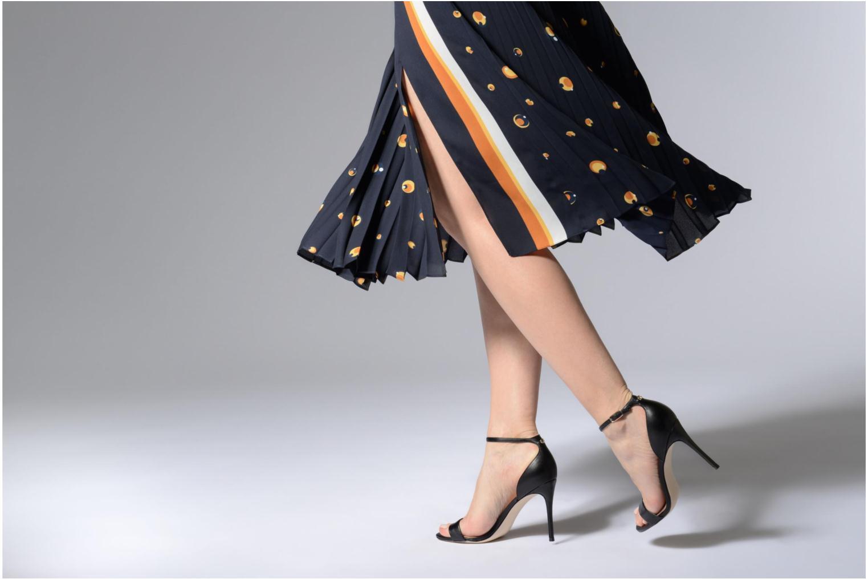 Sandales et nu-pieds Guess Karli Noir vue bas / vue portée sac