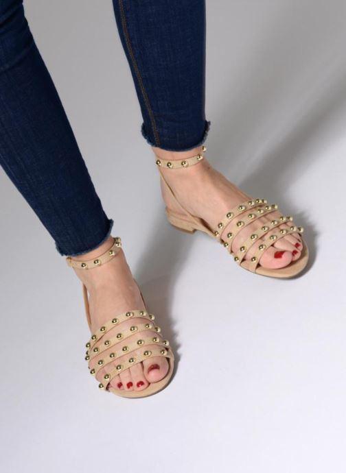 Sandales et nu-pieds Guess Roxie Noir vue bas / vue portée sac