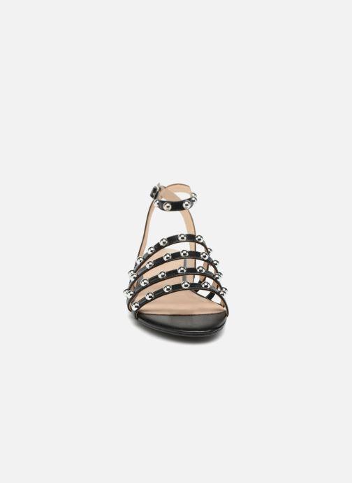 Sandales et nu-pieds Guess Roxie Noir vue portées chaussures